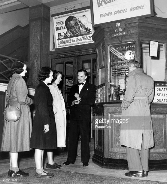 Entertainment Stage and Screen Cinema Great Britain pic 1953 A family arrive at the Majestic Cinema Stoke on Trent