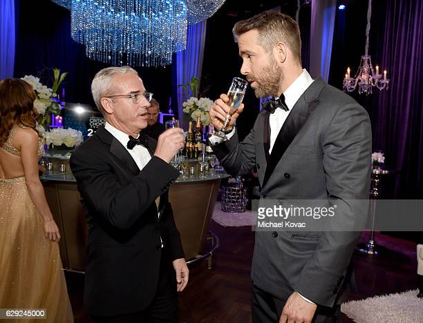 Entertainment Weekly Editor Jess Cagle and actor Ryan Reynolds attend The 22nd Annual Critics' Choice Awards at Barker Hangar on December 11 2016 in...
