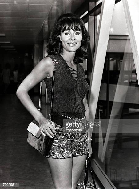 """Entertainment/Cinema, London, England, 24th August 1971, British film actress Anne Heywood sports floral hot pants, """"skinny"""" sweater and a """"watch""""..."""