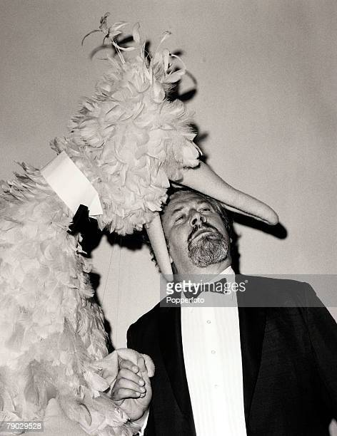 Entertainment/Humour New York USA 7th June 1970 British Actor Peter Ustinov play acts with 'Big Bird' from the television show 'Sesame Street' at the...