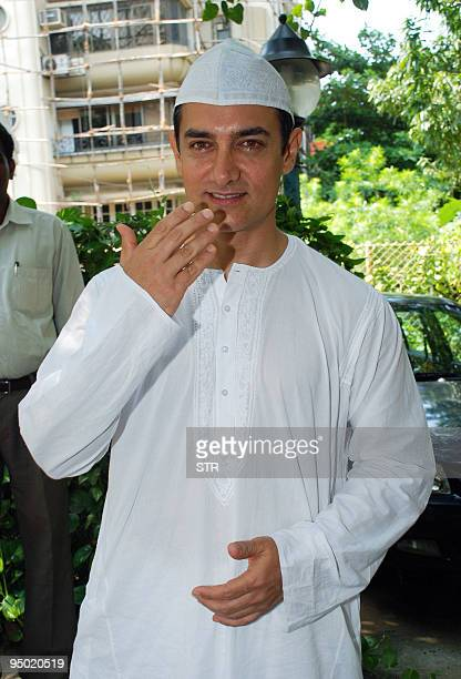 EntertainmentIndiaBollywood2009FOCUS by Shail Kumar Singh In this picture taken on September 21 Indian Bollywood actor Aamir Khan celebrates the...