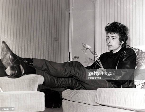 Entertainment/Pop Music England 5th May 1965 American folk singer Bob Dylan pictured prior to a concert in Sheffield