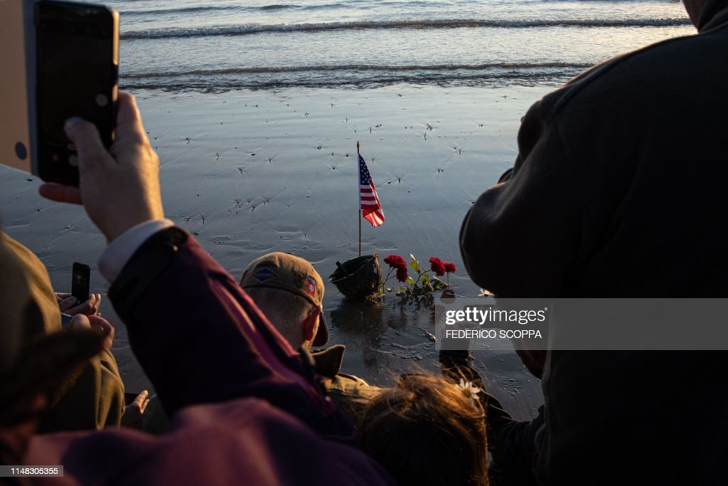 TOPSHOT-FRANCE-HISTORY-WWII-DDAY-ANNIVERSARY : News Photo