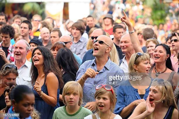 人ポップコンサートを楽しむ'gentse feesten' - フランダース ストックフォトと画像