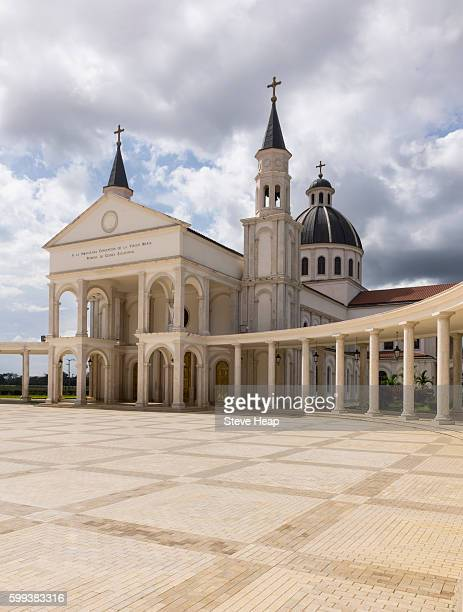 entrance and square of basilica of the immaculate conception of the virgin mary in mongomo, equatorial guinea in africa - guinea ecuatorial fotografías e imágenes de stock
