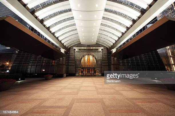 entrance of a skyscraper - building atrium stock pictures, royalty-free photos & images