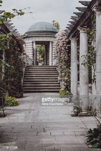 entrance of building - arch stock pictures, royalty-free photos & images