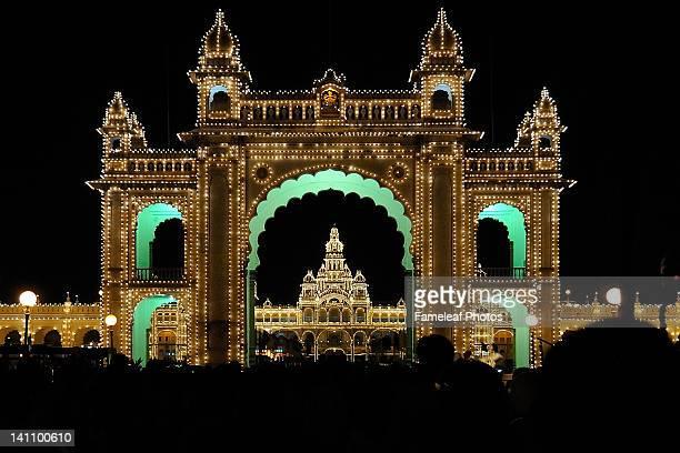 entrance of mysore palace - mysore - fotografias e filmes do acervo