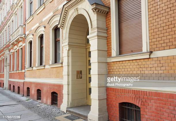 entrance of red brick residential building in the pappelallee / buchholzer strasse street, in the district of prenzlauer berg in the east side of berlin, germany - プレンツラウアーベルグ ストックフォトと画像