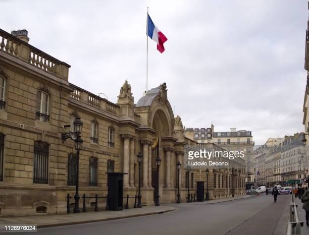 entrance of the elysee palace with french flag - 3 - palace stock pictures, royalty-free photos & images