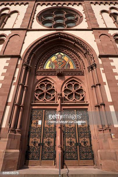 entrance of the herz jesu-kirche, or sacred heart church, built in the style of historicism, consecrated in 1897, freiburg, baden-wurttemberg, germany - kirche fotografías e imágenes de stock