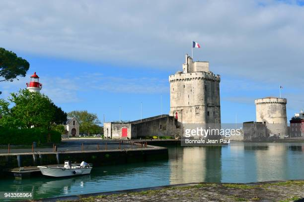 entrance of the port of la rochelle - la rochelle stock pictures, royalty-free photos & images