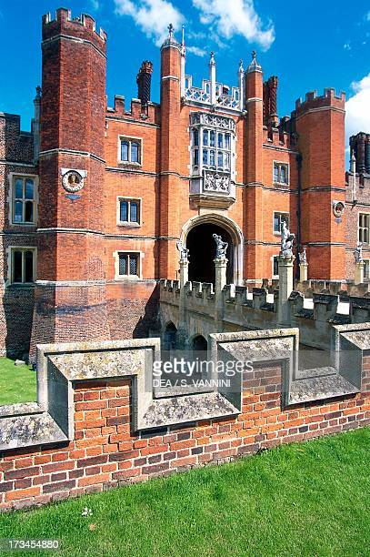 Entrance on the west facade , Hampton Court Palace, Richmond upon Thames, London, Greater London, England.