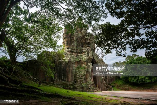 entrance to angkor wat archeological park. - ancient stock pictures, royalty-free photos & images