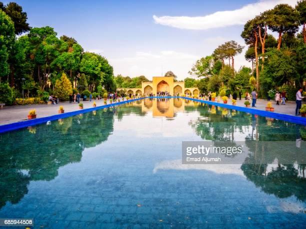 entrance to chehel sotoun, isfahan, iran - 26 april 2017 - isfahan stock-fotos und bilder
