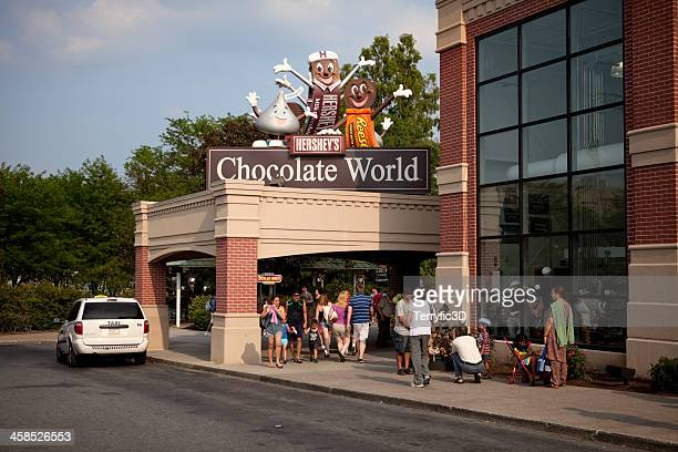 entrance to hershey's chocolate world in pennsylvania - terryfic3d bildbanksfoton och bilder