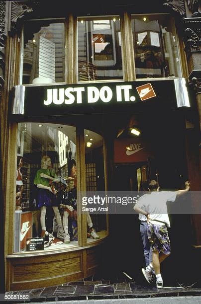 Entrance to Nike store, w. Slogan just do it in English over door.