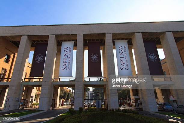 ingresso della sapienza università di roma nella luce del mattino - saggezza foto e immagini stock