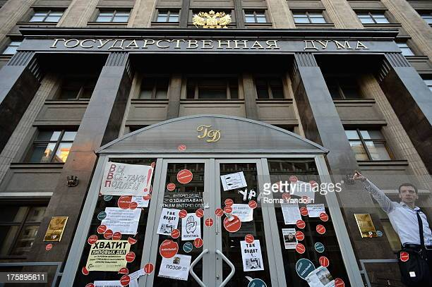 CONTENT] Entrance to the building of the State Duma was plastered with stickers in support of Navalny during a rally against the verdict of a court...