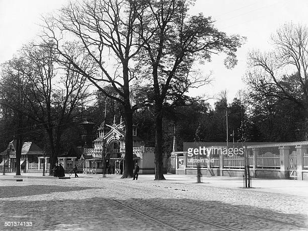 Entrance to the zoological gardens of Koenigsberg East Prussia probably in the 1910s Photo Kuehlewindt