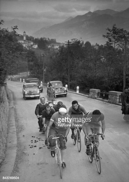 Entraînement de Coppi et Bobet accompagnés de Magni Salimbeni et Brambilla sur le col de Ghisallo Italie le 17 octobre 1950