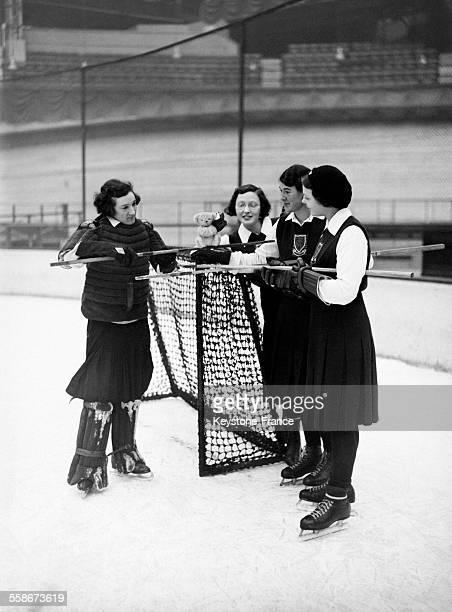 Entraînement de hockey sur glace des deux équipes féminines de Brighton et l'équipe française 'Droit au but' qui s'affronteront à l'occasion d'un...