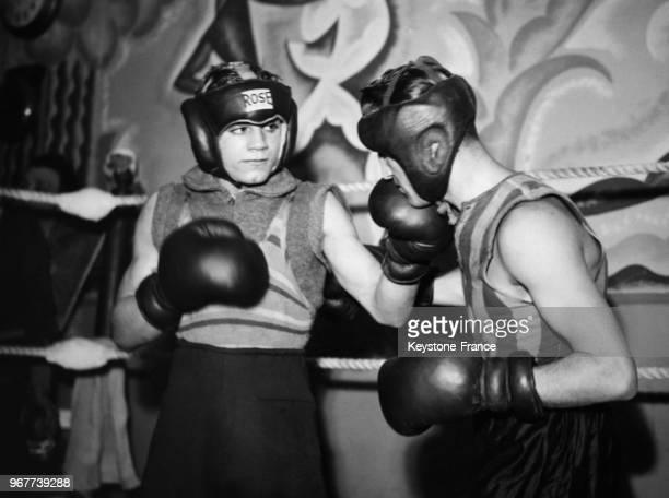 Entraînement du boxeur anglais Peter Kane avec le boxeur Sandu au Palais des Sports le 13 janvier 1937
