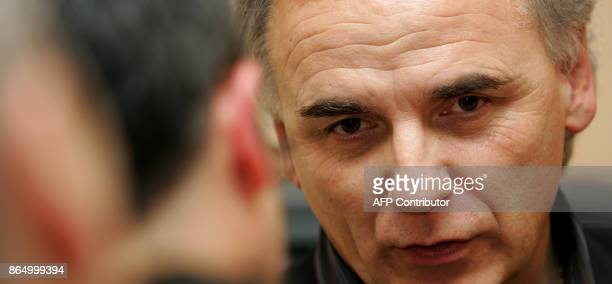 L'entraîneur du FC Metz Francis de Taddeo répond aux questions des journalistes le 03 décembre 2007 à Metz à l'issue d'un Conseil d'Administration...