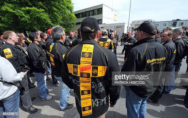 Entre 300 à 400 employés de l'usine Continental de Clairoix occupent le site Continental de Sarreguemines le 06 mai 2009 après y avoir pénétré par la...