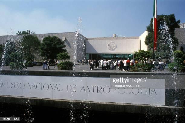 Entrée du musée d'anthropologie de Mexico au Mexique en 1998