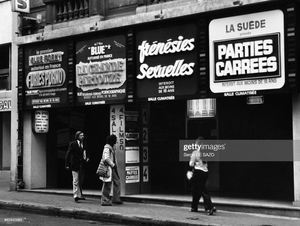 Entrée d'un cinéma pour adultes à Paris : Photo d'actualité