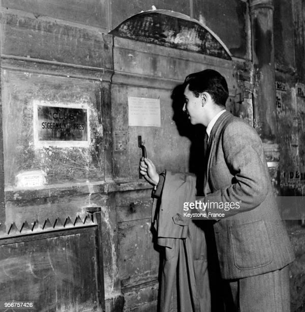 Entrée sur invitation au club de jazz Saint-Germain-des-Prés pour le gala de Duke Ellington à Paris, France, en 1948.