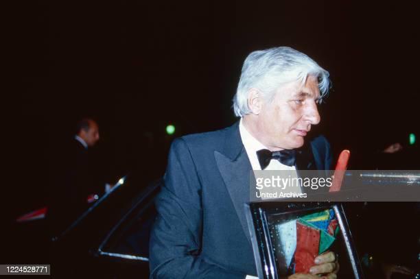 Entrepreneur Gunter Sachs attending an evening event circa 1986