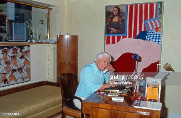 Entrepreneur Gunter Sachs on the phone at his desk