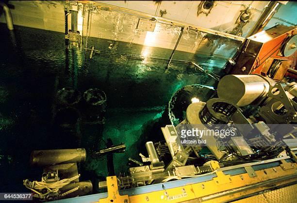 Entsorgung von Reaktorteilen unter Wasser im Block 4 im ehm. Kernkraftwerk Lubmin, jetzt Energiewerke Nord GmbH , Rechtsnachfolger VEB Kernkraftwerke...