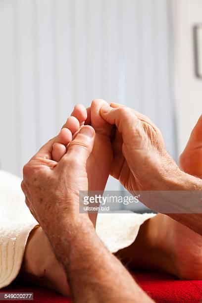 Entspannung Ruhe und Wohlbefinden durch eine Massage Fußreflexzonenmassage
