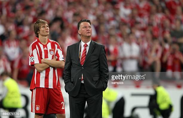 Enttäuscht Trainer Louis van Gaal mit Holger Badstuber Fussball UEFA Championsleague Finale FC Bayern Munchen Inter Mailand 02 2010 football UEFA...