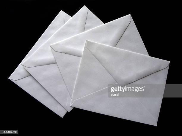 製の封筒を開ける