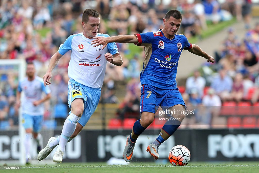 A-League Rd 2 - Newcastle v Sydney : News Photo