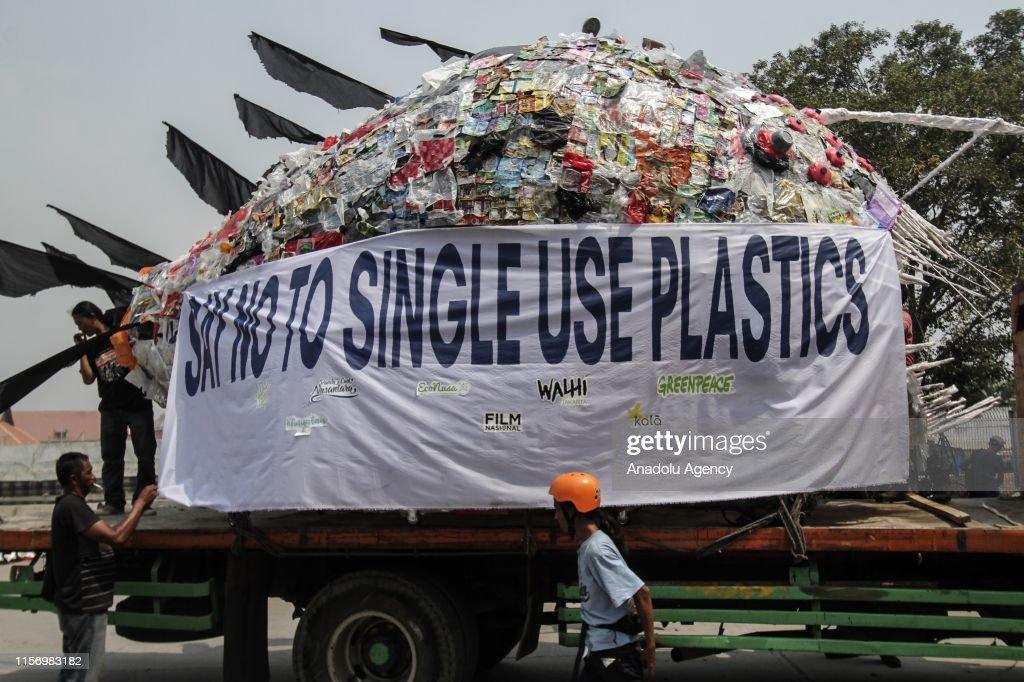 Single-use plastic protest in Jakarta : ニュース写真