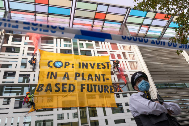 GBR: Environmental Activists Scale Home Office