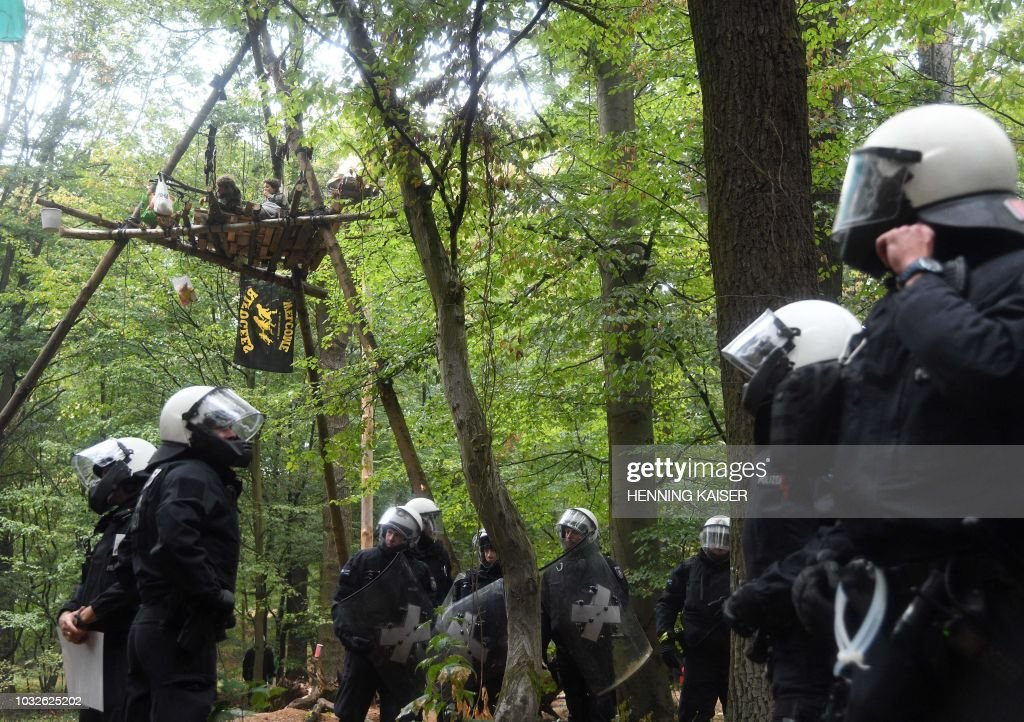 GERMANY-ENVIRONMENT-COAL-PROTEST-POLICE : News Photo