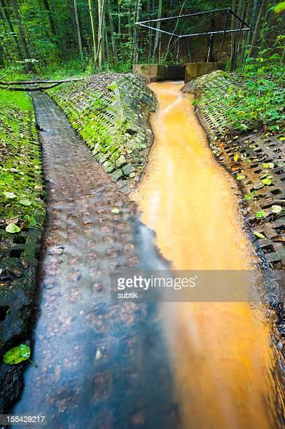 poluição ambiental - lençol freático imagens e fotografias de stock