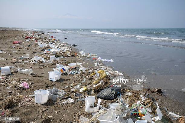 environmental pollution - plastic stockfoto's en -beelden