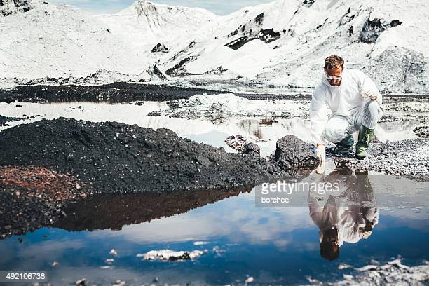 Environmental Wissenschaftler Examing Wasser