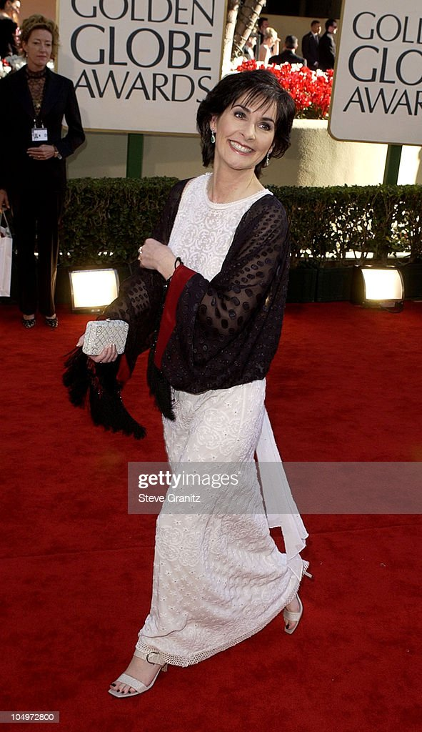 Enya arrives at the Golden Globe Awards at the Beverly Hilton January 20, 2002 in Beverly Hills, California.