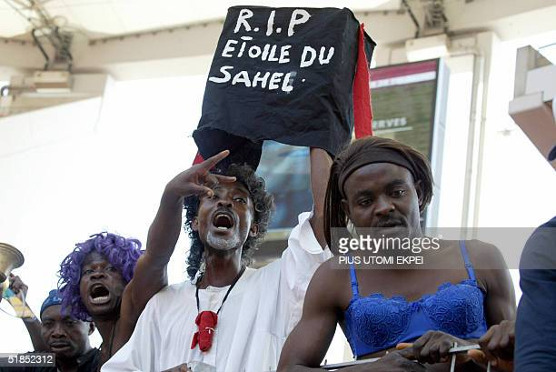 Enyimba fans carrying a mock coffin cheer their team 12 December 2004 during a CAF Cup final match between Enyimba and Etoile d' Sahel of Tunisia at...