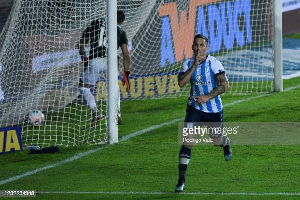 Enzo Copetti of Racing Club celebrates after scoring the first goal of his team during a match between Racing Club and Independiente as part Copa de...