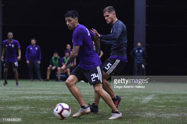 Enzo Perez and Bruno Zuculini of River Plate during a training session at CAT Alfredo Gottardi on May 21 2019 in Curitiba Brazil River Plate will...