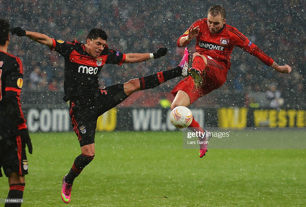 Enzo Perez of Benfica challenges Michal Kadlec of Leverkusen during the UEFA Europa League Round of 32 first leg between Bayer 04 Leverkusen and SL Benfica at BayArena on February 14, 2013 in Leverkusen, Germany.